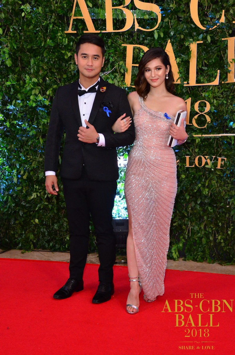 Araw-Gabi-Casts-At-Abs-Cbn-Ball-5