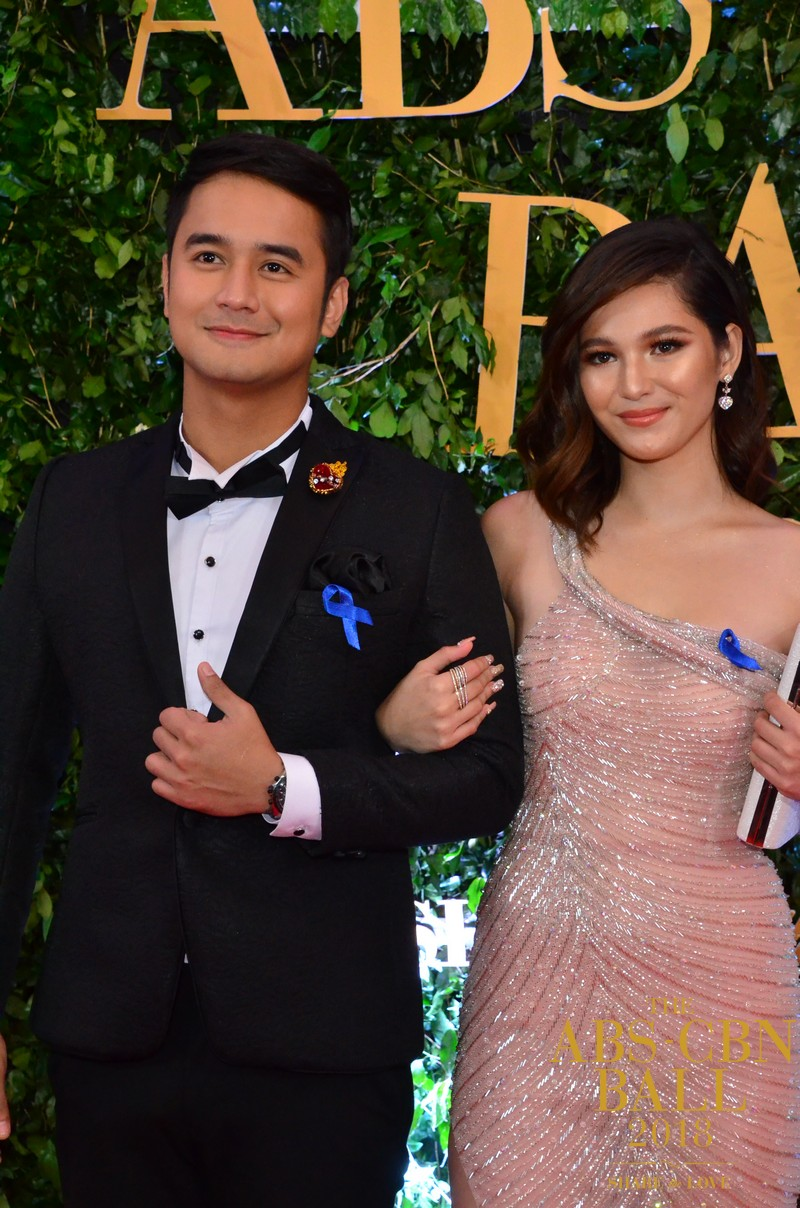 Araw-Gabi-Casts-At-Abs-Cbn-Ball-6