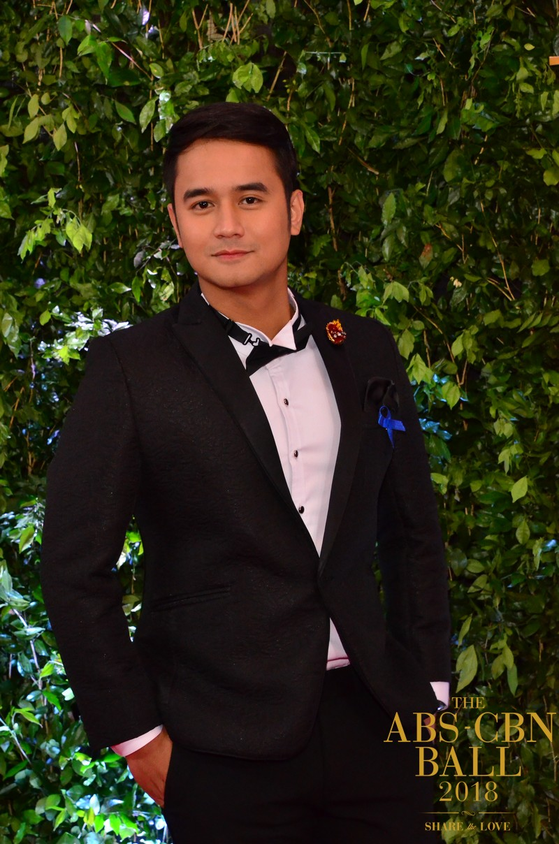 Araw-Gabi-Casts-At-Abs-Cbn-Ball-8